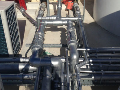 Installation of a hot water system with PPR pipes coated with UV protection.